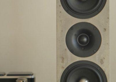Design High End Lautsprecher aus Beton in puristischem Bauhaus Design