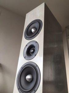 Loudspeaker modell SYNO - Concrete