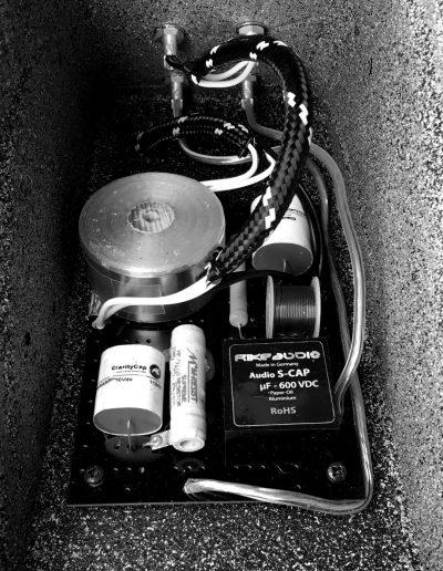 BETONart-audio SYNO - 6 DB Weiche im Lautsprechersockel
