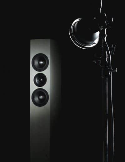 BETONart-audio SYNO mit Lampe